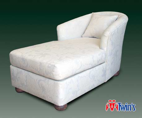 T - 2022 Chaise Lounge